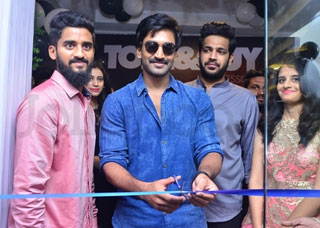 Adi Pinisetty Launches Toni & Guy Salon At Filmnagar Photo Gallery