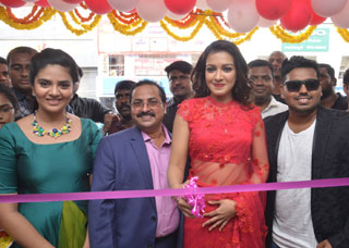 Sreemukhi and Catherine Launches B New Mobile Store Photo Gallery