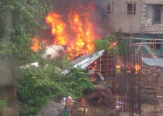 Chartered flight crashes in Mumbai, 5 dead