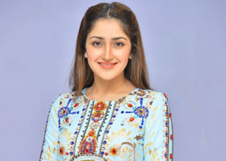 Sayesha Saigal Photo Gallery